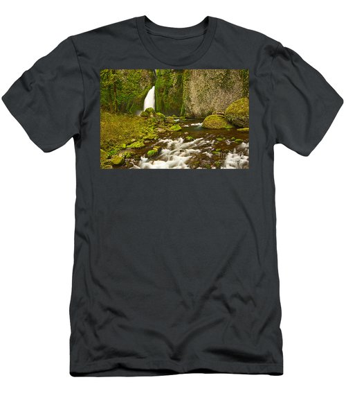 Wahclella Falls In The Columbia River Gorge In Oregon. Men's T-Shirt (Athletic Fit)