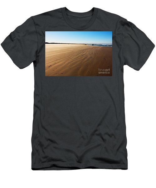 Walking On Windy Beach. Men's T-Shirt (Athletic Fit)