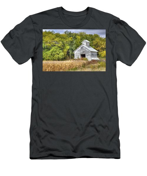 Weathered Barn Men's T-Shirt (Athletic Fit)