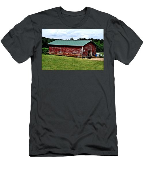 Westminster Stable Men's T-Shirt (Athletic Fit)
