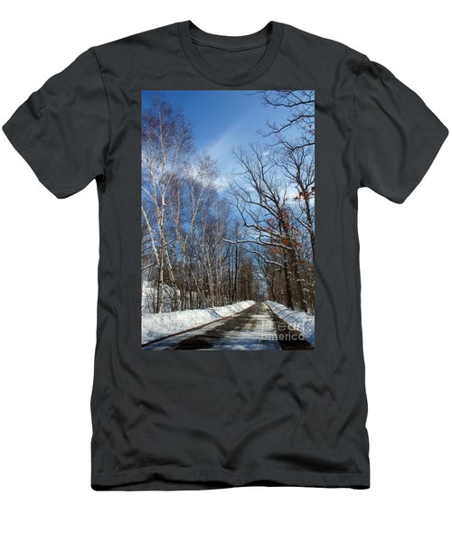Wisconsin Winter Road Men's T-Shirt (Athletic Fit)