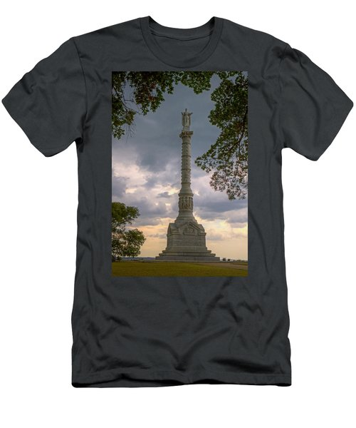 Yorktown Victory Monument Men's T-Shirt (Athletic Fit)