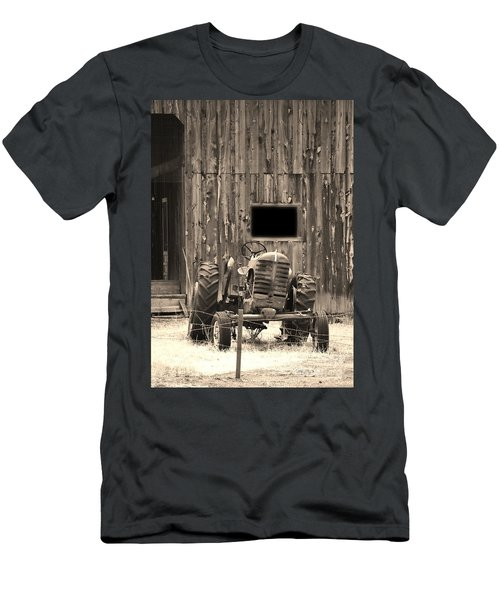 Tractor And The Barn Men's T-Shirt (Athletic Fit)