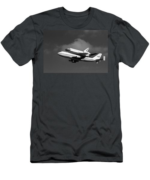 Shuttle Endeavour Men's T-Shirt (Athletic Fit)