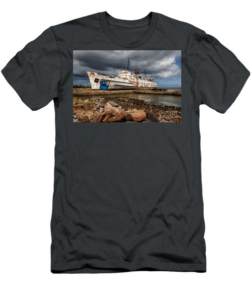 Abandoned Ship Men's T-Shirt (Athletic Fit)