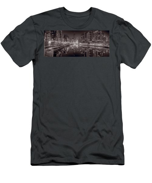 Chicago River East Bw Men's T-Shirt (Athletic Fit)