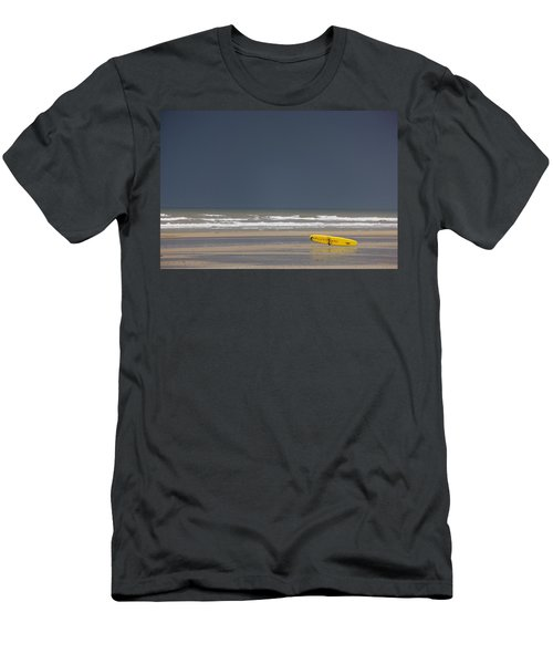 East Riding, Yorkshire, England Surf Men's T-Shirt (Athletic Fit)