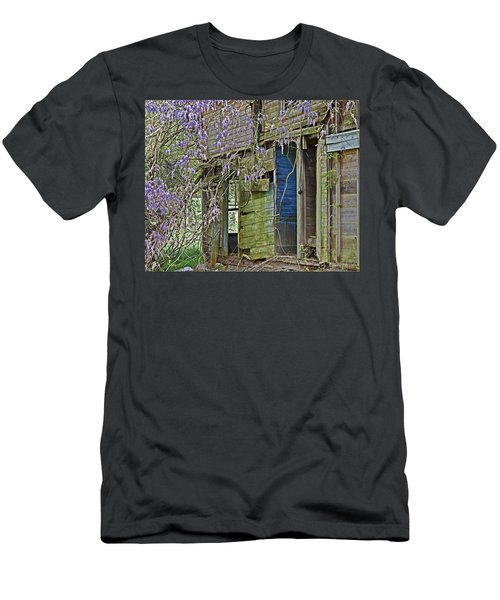 Old Abandoned House Men's T-Shirt (Athletic Fit)