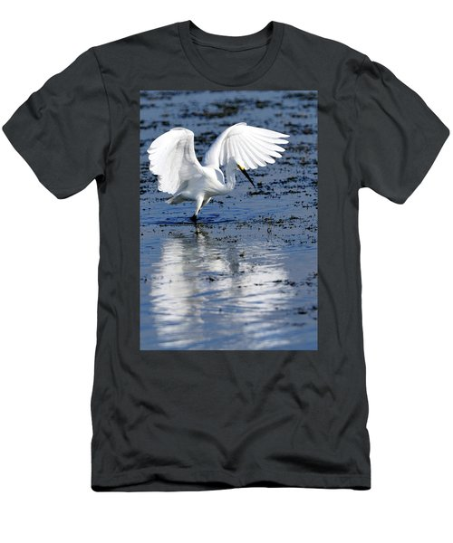 Snowy Egret Fishing Men's T-Shirt (Athletic Fit)