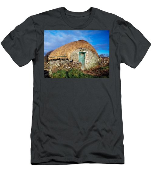 Thatched Shed, St Johns Point, Co Men's T-Shirt (Athletic Fit)