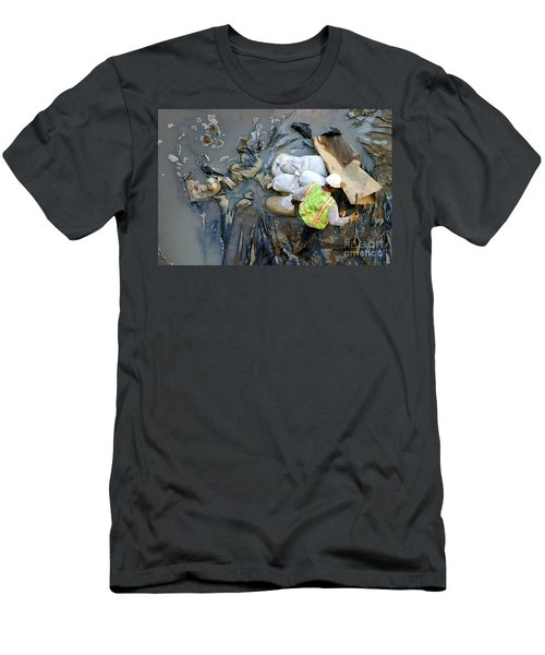 Working The Mud Men's T-Shirt (Athletic Fit)