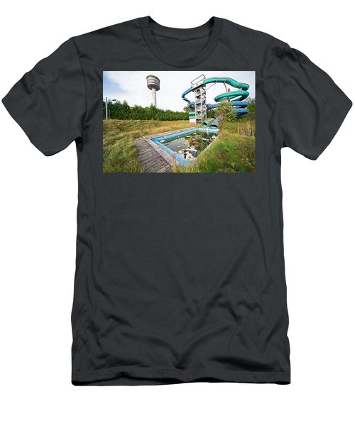 abandoned swimming pool - Urban exploration Men's T-Shirt (Athletic Fit)