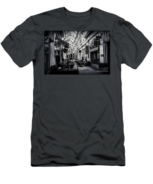 Monochrome Bucharest  Macca - Vilacrosse Passage Men's T-Shirt (Athletic Fit)