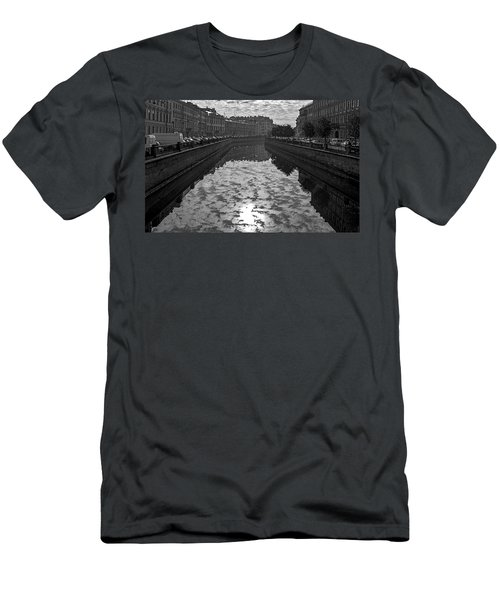 City Reflected In The Water Channels Men's T-Shirt (Athletic Fit)