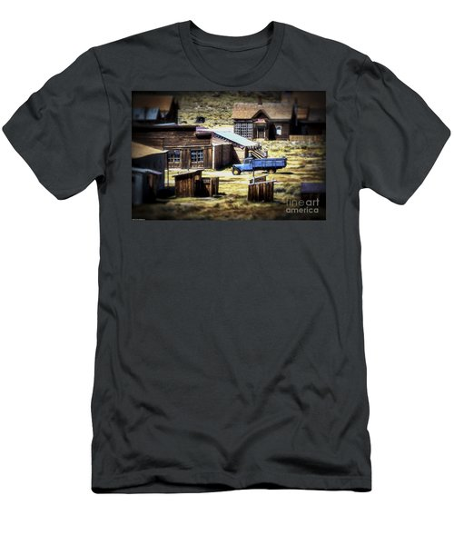 Men's T-Shirt (Slim Fit) featuring the photograph Looking Back by Mitch Shindelbower
