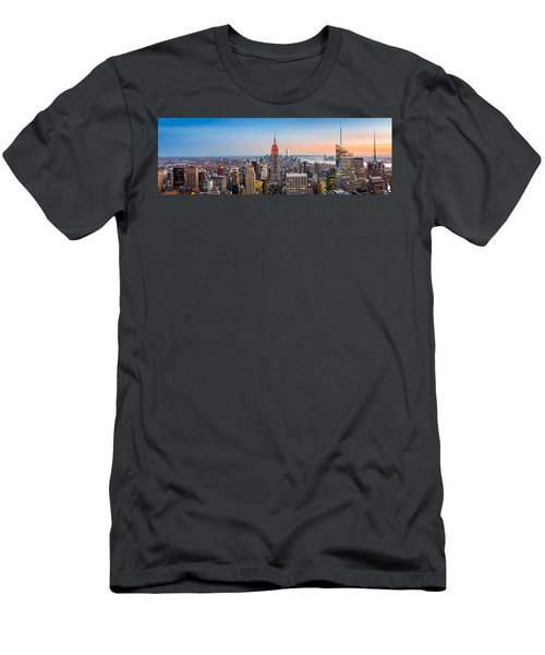 New York Skyline Panorama Men's T-Shirt (Athletic Fit)