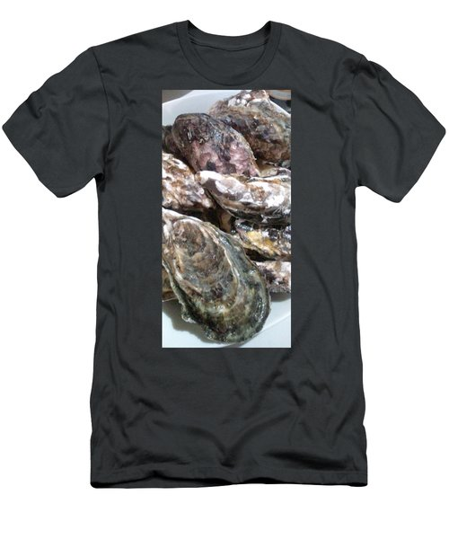Oyster  Men's T-Shirt (Athletic Fit)