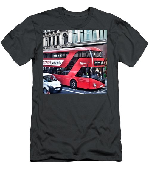 Red Bus In London  Men's T-Shirt (Slim Fit)
