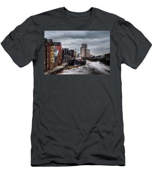 River Hull Men's T-Shirt (Athletic Fit)