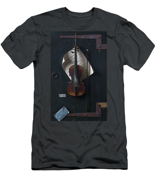 The Old Violin Men's T-Shirt (Athletic Fit)
