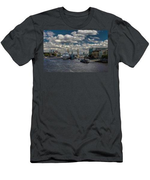 The Thames London Men's T-Shirt (Athletic Fit)