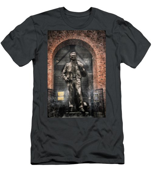 10726 Kinnick Statue Men's T-Shirt (Athletic Fit)
