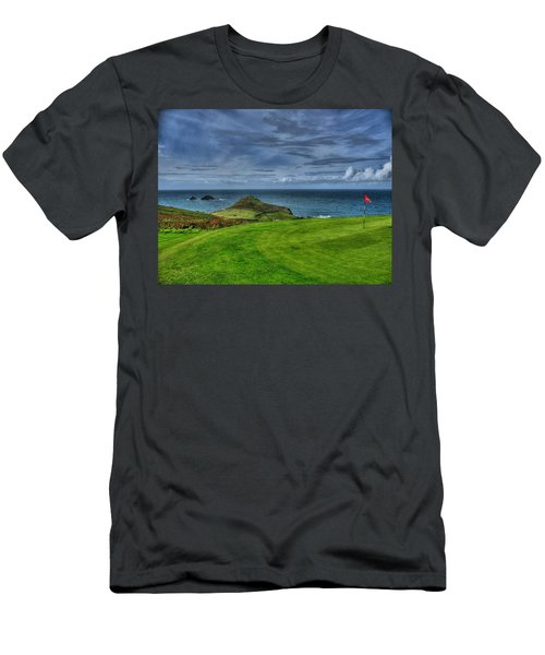 1st Green Cape Cornwall Golf Club Men's T-Shirt (Athletic Fit)
