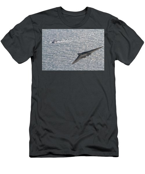 Avro Vulcan  Men's T-Shirt (Athletic Fit)