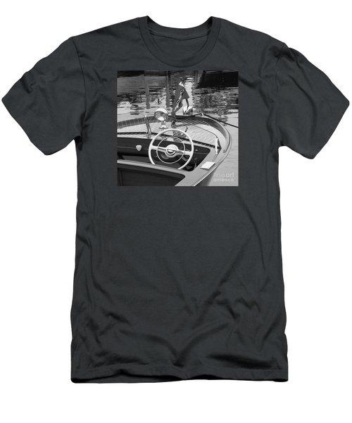 Chris Craft Sportsman Men's T-Shirt (Athletic Fit)