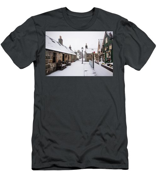 Fittie In The Snow Men's T-Shirt (Athletic Fit)