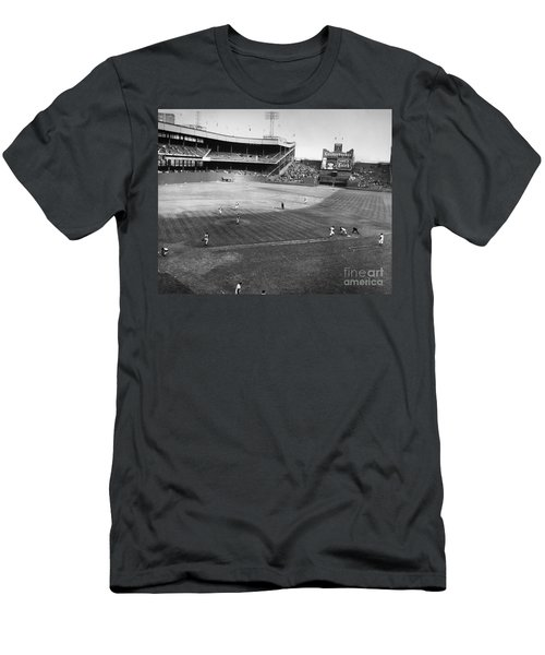 New York: Polo Grounds Men's T-Shirt (Athletic Fit)