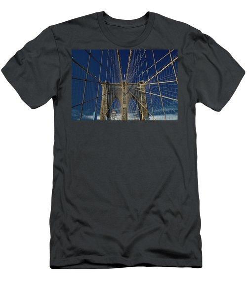 Brooklyn Bridge Men's T-Shirt (Athletic Fit)