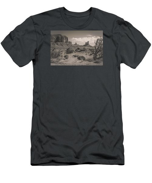 #3326 - Monument Valley, Arizona Men's T-Shirt (Athletic Fit)