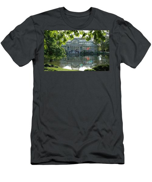 Palacio De Cristal Men's T-Shirt (Athletic Fit)