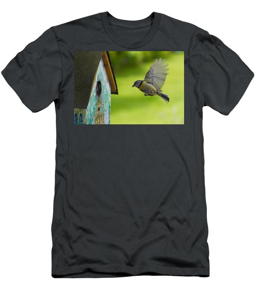 A Busy Blue Tit Mum Men's T-Shirt (Athletic Fit)