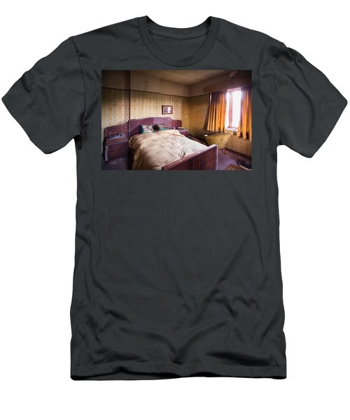 Abandoned Bedroom - Urban Exploration Men's T-Shirt (Athletic Fit)