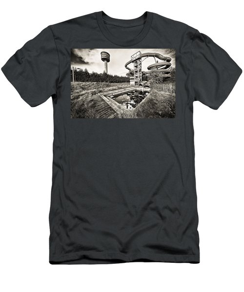 Abandoned Swimming Pool - Lost Places Men's T-Shirt (Athletic Fit)