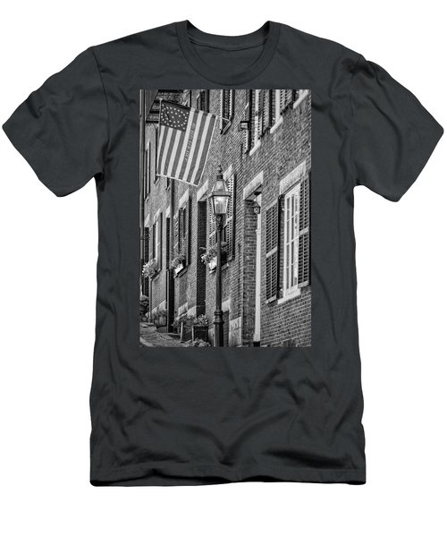 Acorn Street Details Bw Men's T-Shirt (Athletic Fit)