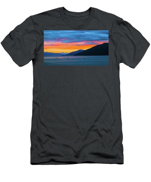Alaska Fishermans Sunset Men's T-Shirt (Athletic Fit)
