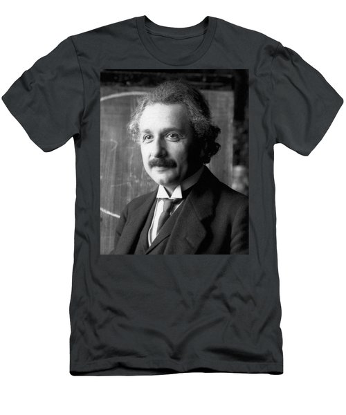 Albert Einstein Nel 1921 Men's T-Shirt (Athletic Fit)