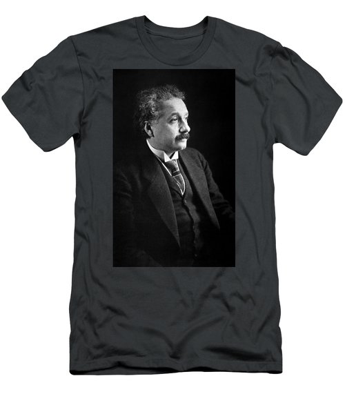Albert Einstein Photo 1921 Men's T-Shirt (Athletic Fit)