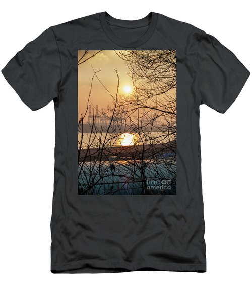 Altonaer Balkon Sunset Men's T-Shirt (Athletic Fit)