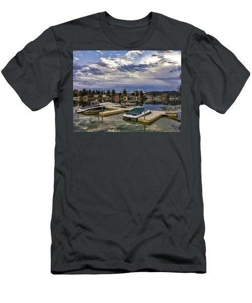 Devils Lake Oregon Men's T-Shirt (Athletic Fit)