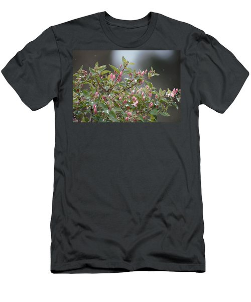 April Showers 10 Men's T-Shirt (Athletic Fit)
