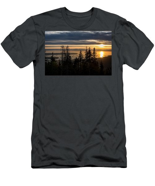 As The Sun Sets Of Vancouver Men's T-Shirt (Athletic Fit)