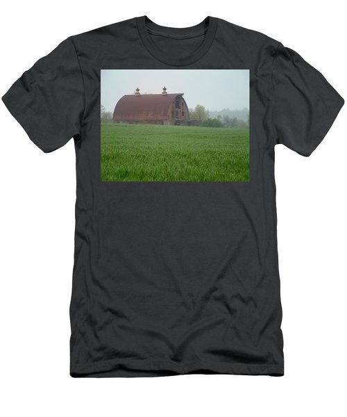 Barn In Summer Men's T-Shirt (Athletic Fit)