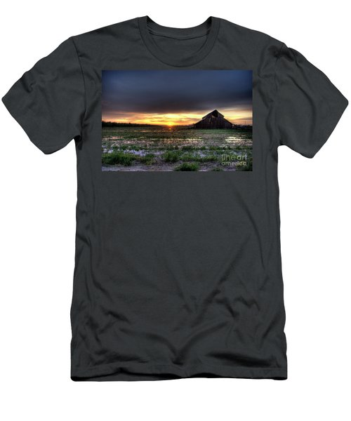 Barn Sunrise Men's T-Shirt (Athletic Fit)