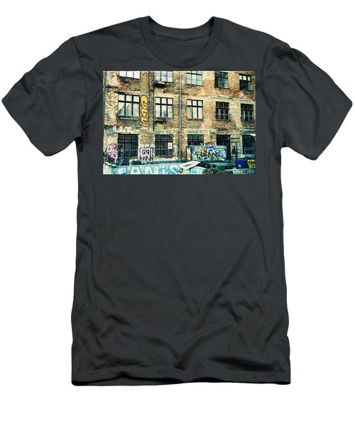 Berlin House Wall With Graffiti  Men's T-Shirt (Athletic Fit)