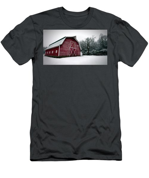 Big Red Barn In Snow Men's T-Shirt (Athletic Fit)