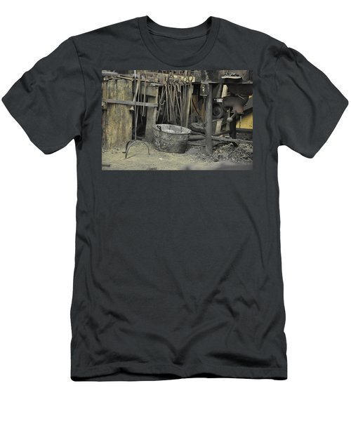 Blacksmith's Bucket Men's T-Shirt (Slim Fit) by Jan Amiss Photography